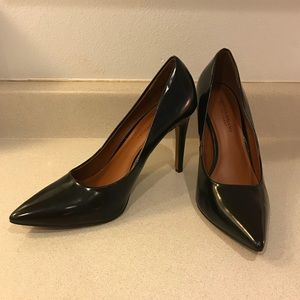 Christian Siriano for Payless pointed Pumps